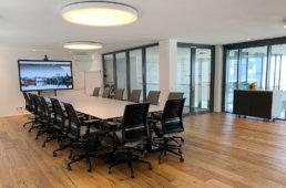 Großer Konferenz- und Meetingraum